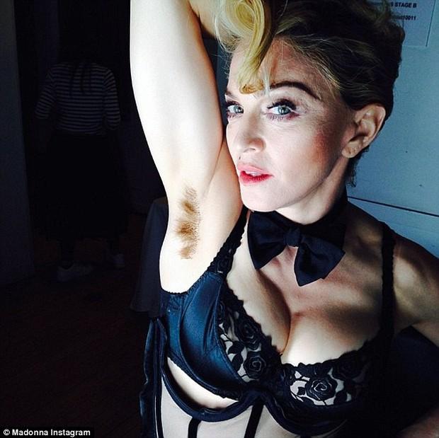 Con gái Madonna khoe vùng dưới cánh tay rậm rạp giống mẹ - Ảnh 3.
