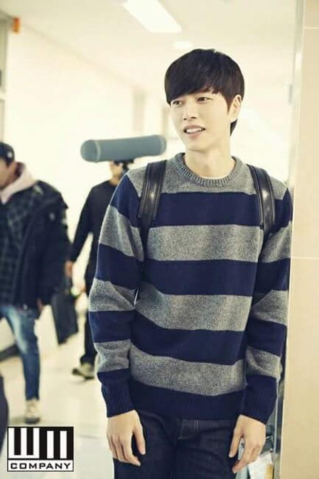 """""""Cheese In The Trap"""": Bấn loạn trước nụ hôn """"hụt"""" trên giường của Park Hae Jin - Ảnh 42."""