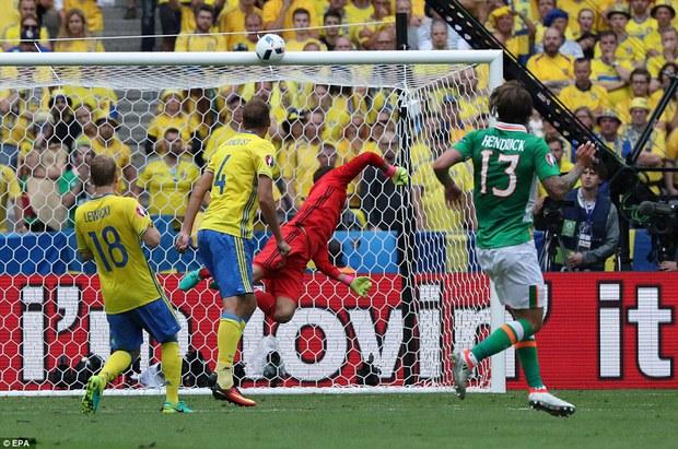 Ibrahimovic giúp Thụy Điển thoát thua trước Ireland - Ảnh 5.