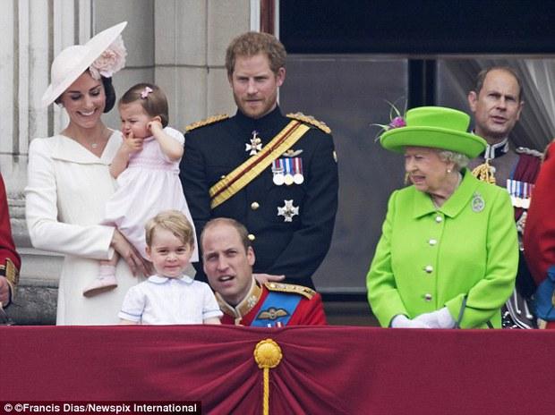 Hành động nhỏ này của nữ hoàng Anh khiến dân chúng yêu mến - Ảnh 2.