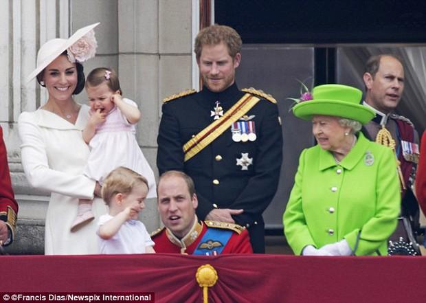 Hành động nhỏ này của nữ hoàng Anh khiến dân chúng yêu mến - Ảnh 3.