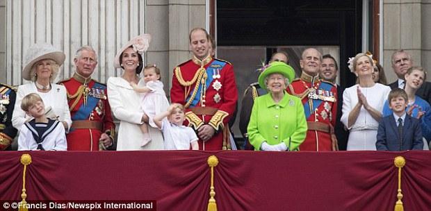 Hành động nhỏ này của nữ hoàng Anh khiến dân chúng yêu mến - Ảnh 5.