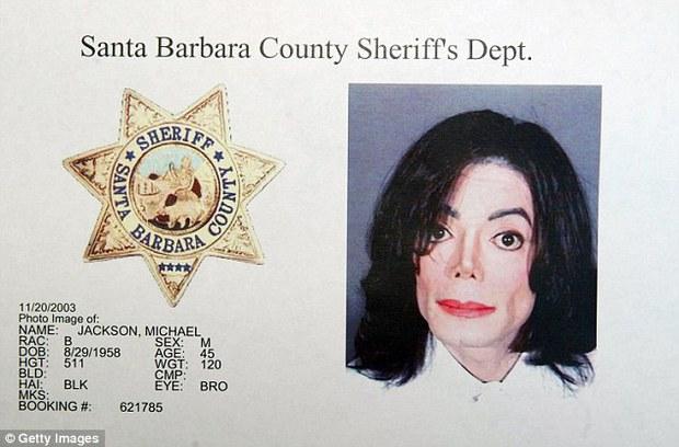 Hé lộ căn phòng bí mật chứa văn hóa phẩm ấu dâm của Michael Jackson - Ảnh 1.