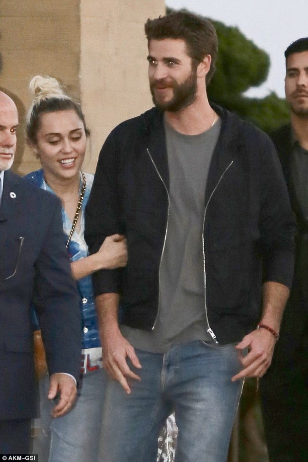 Giản dị và không ồn ào, Miley và Liam vẫn hạnh phúc đến đáng ghen tị! - Ảnh 4.