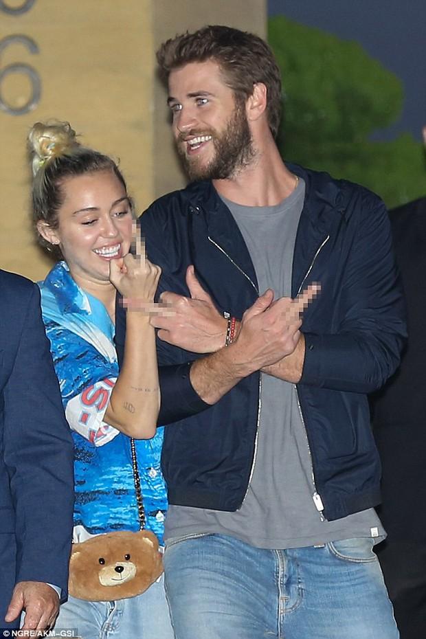 Giản dị và không ồn ào, Miley và Liam vẫn hạnh phúc đến đáng ghen tị! - Ảnh 1.