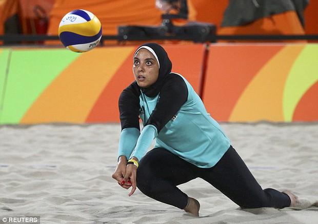 Sự khác biệt giữa 2 nền văn hóa phương Tây và Hồi giáo trong bức ảnh Olympic - Ảnh 4.