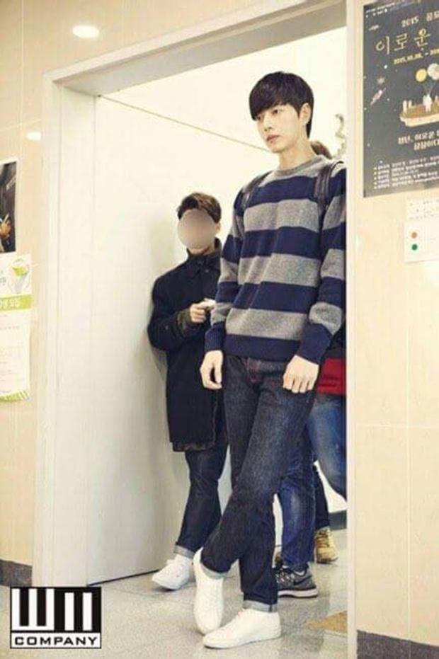 """""""Cheese In The Trap"""": Bấn loạn trước nụ hôn """"hụt"""" trên giường của Park Hae Jin - Ảnh 44."""