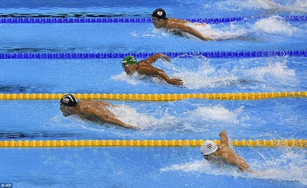 Michael Phelps tiết lộ bí mật động trời về thói quen đi tiểu của các kình ngư ở Olympic - Ảnh 2.