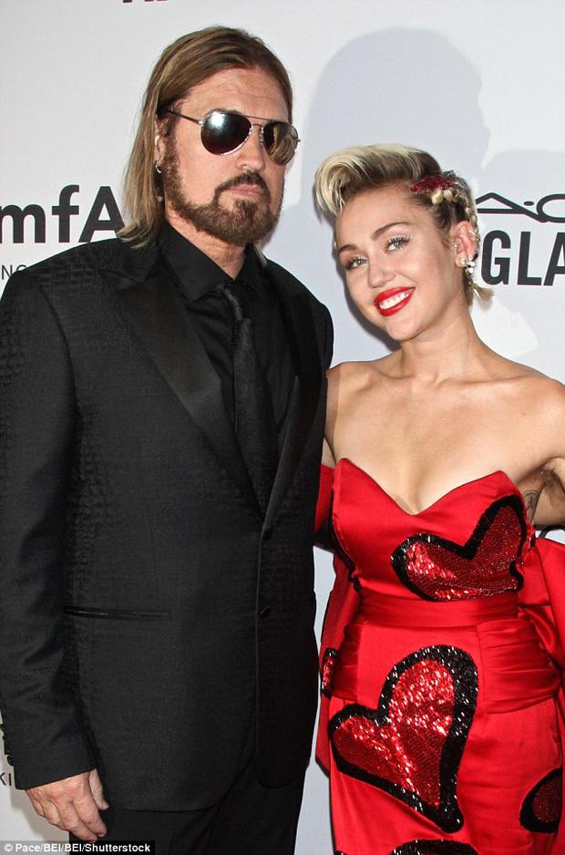 Miley Cyrus và Liam Hemsworth đã có kế hoạch hưởng tuần trăng mật - Ảnh 2.