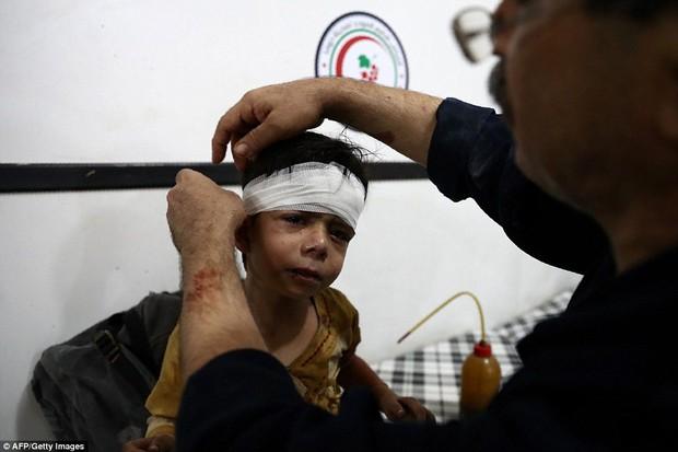 Loạt hình ám ảnh về những đứa trẻ phải sống trong bom đạn chiến tranh ở Syria - Ảnh 9.