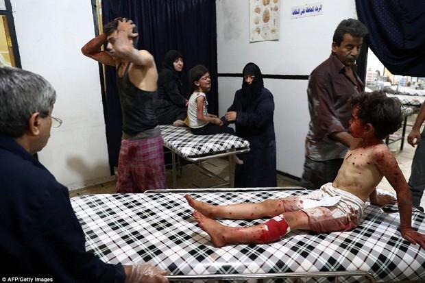 Loạt hình ám ảnh về những đứa trẻ phải sống trong bom đạn chiến tranh ở Syria - Ảnh 8.
