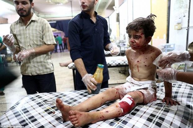 Loạt hình ám ảnh về những đứa trẻ phải sống trong bom đạn chiến tranh ở Syria - Ảnh 13.