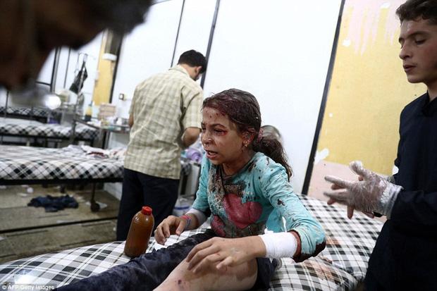 Loạt hình ám ảnh về những đứa trẻ phải sống trong bom đạn chiến tranh ở Syria - Ảnh 7.