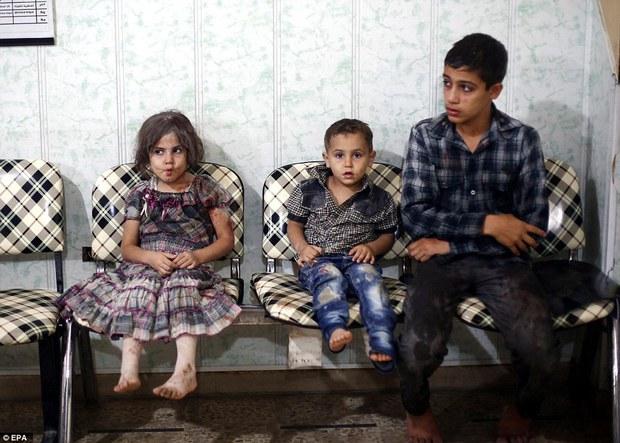 Loạt hình ám ảnh về những đứa trẻ phải sống trong bom đạn chiến tranh ở Syria - Ảnh 3.