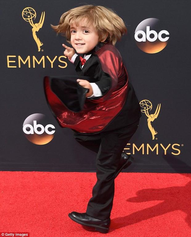 Thảm đỏ Emmy 2016 sáng bừng với màn đọ sắc lộng lẫy của dàn mỹ nhân thế giới - Ảnh 32.