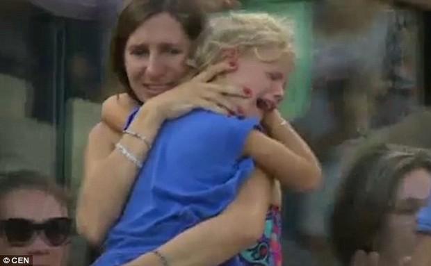 Thấy bà mẹ quẫn trí tìm con gái đi lạc, Nadal đã có hành động khiến ai nấy đều xúc động - Ảnh 5.