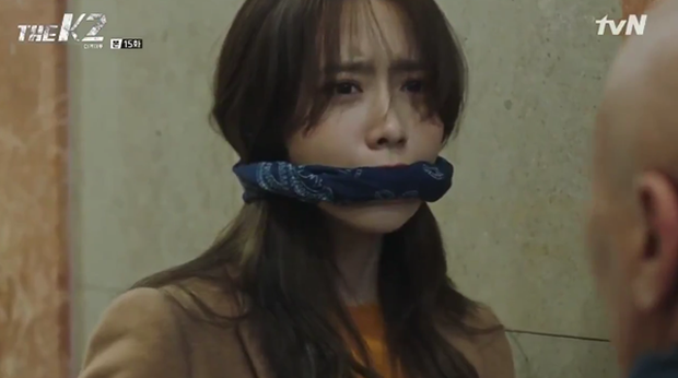 """""""K2"""": Ji Chang Wook bất lực nhìn Yoona bị kẻ thù bắt cóc - Ảnh 46."""