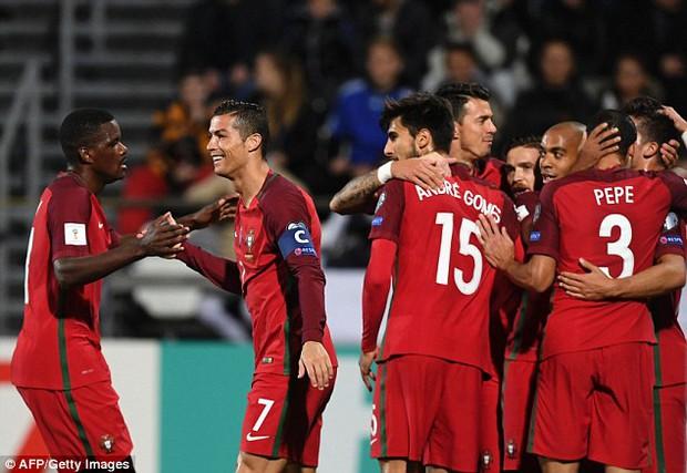 Ronaldo tiếp tục nổ súng trong chiến thắng 6 sao của Bồ Đào Nha - Ảnh 8.