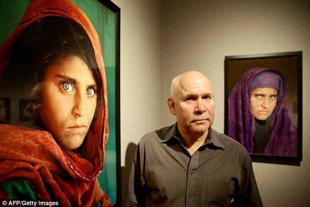 Cô gái Afghanistan trong bức ảnh nổi tiếng thế giới bị bắt vì dùng thẻ căn cước giả - Ảnh 2.