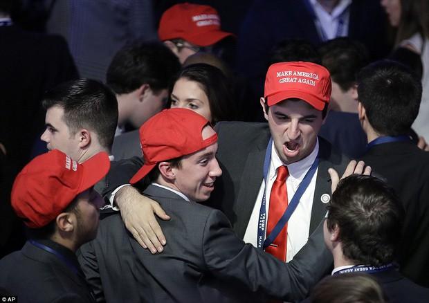 Ông Donald Trump chính thức trở thành Tổng thống thứ 45 của Mỹ - Ảnh 4.