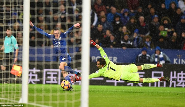 Chân sút ghi 24 bàn thắng mùa trước xuất sắc nhất vòng 15 giải Ngoại hạng Anh - Ảnh 4.