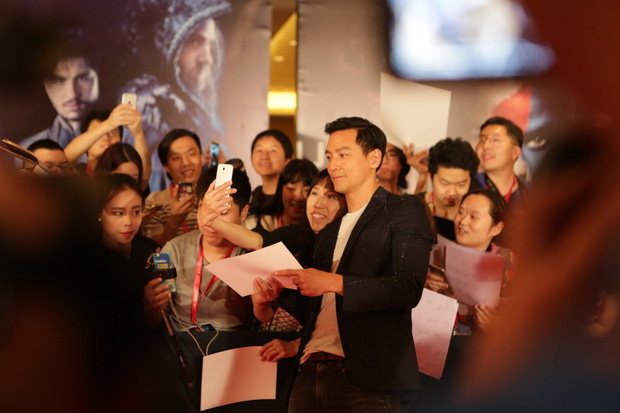 Fan hâm mộ vây kín Ngô Ngạn Tổ tại họp báo WarCraft - Ảnh 1.
