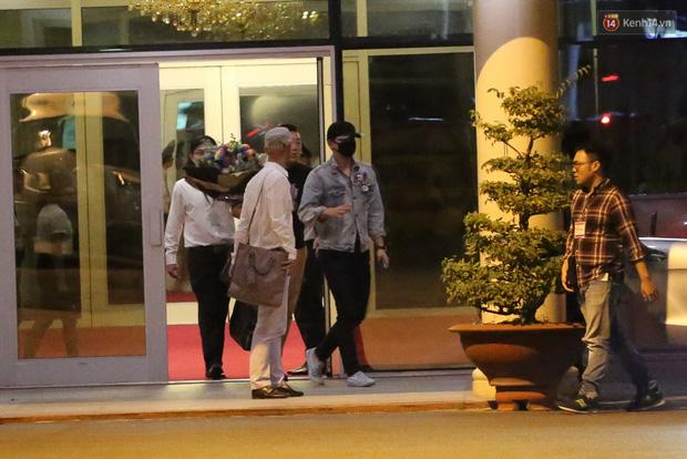 Clip: Bi Rain trở về khách sạn trong vòng vây nhiệt tình của fan Việt - Ảnh 13.