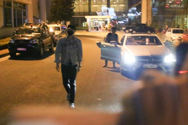 Clip: Bi Rain trở về khách sạn trong vòng vây nhiệt tình của fan Việt - Ảnh 14.
