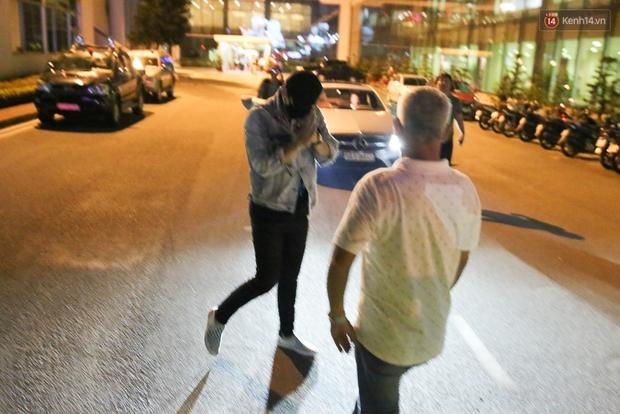 Clip: Bi Rain trở về khách sạn trong vòng vây nhiệt tình của fan Việt - Ảnh 15.