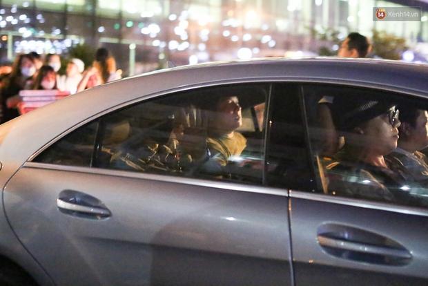 Clip: Bi Rain trở về khách sạn trong vòng vây nhiệt tình của fan Việt - Ảnh 16.