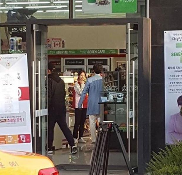 """Tạo hình của Ji Sung trong """"Entertainer"""" hứa hẹn còn """"lầy"""" hơn bánh bèo Yoo Na - Ảnh 6."""