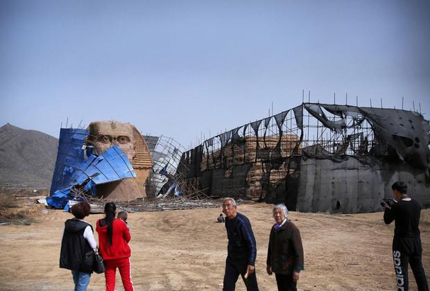 Dưới sức ép của người Ai Cập, Trung Quốc bị buộc tháo dỡ tượng nhân sư nhái khổng lồ - Ảnh 4.