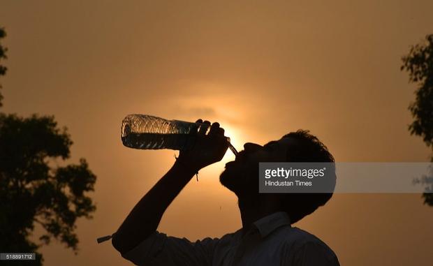 Chùm ảnh: Toàn châu Á vật vã đối phó với nắng nóng khủng khiếp - Ảnh 4.