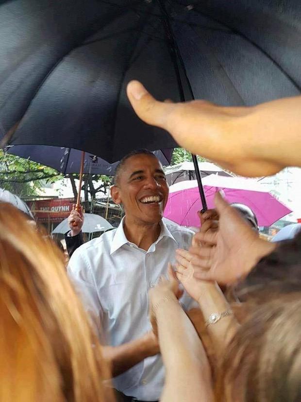 Những hình ảnh ấn tượng nhất của Tổng thống Obama trong 3 ngày ở Việt Nam - Ảnh 5.