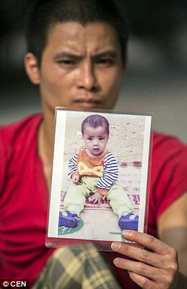 Nghẹn lòng câu chuyện người cha tật nguyền, lang thang khắp Trung Quốc tìm con trai bị bắt cóc - Ảnh 4.