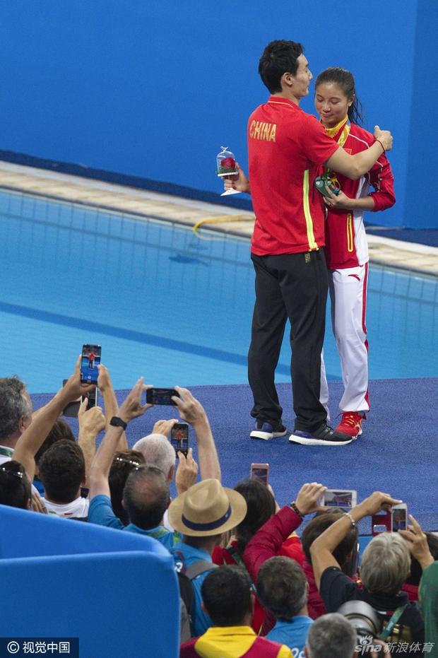 Nữ VĐV Trung Quốc xinh đẹp bật khóc khi được cầu hôn trên sàn đấu Olympic 2016 - Ảnh 4.