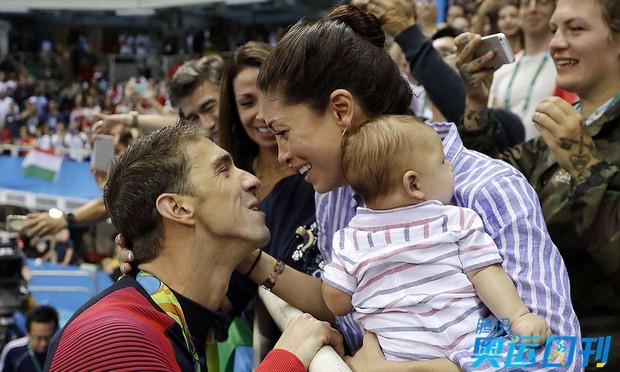 Những khoảnh khắc ngọt ngào và xúc động trên sàn đấu Olympic - Ảnh 4.