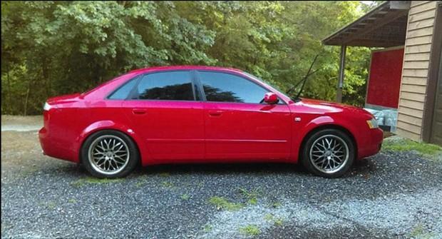 Giận con gái lén hẹn bạn trai trong xe ô tô, bố dùng xe xúc đất phá nát chiếc Audi đắt tiền - Ảnh 6.