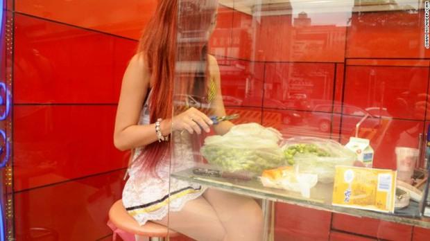 Hàng loạt hotgirl bán trầu đứng trước nguy cơ mất việc ở Đài Loan - Ảnh 5.
