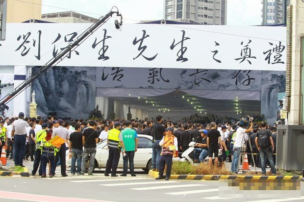 Đại ca xã hội đen khét tiếng Đài Loan bị bắn chết, 3.000 người nối đuôi nhau đến đưa tang - Ảnh 3.