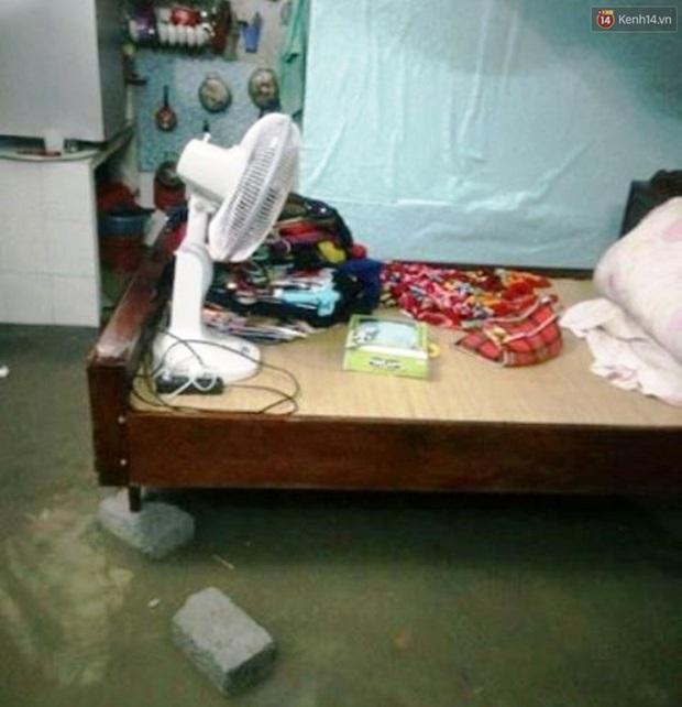 Hà Tĩnh: Lũ nhấn chìm cả trăm ngôi nhà, hàng nghìn người bị cô lập, một người bị nước cuốn mất tích - Ảnh 4.