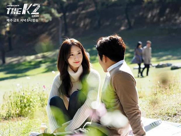 """""""K2"""": Ji Chang Wook bất lực nhìn Yoona bị kẻ thù bắt cóc - Ảnh 4."""