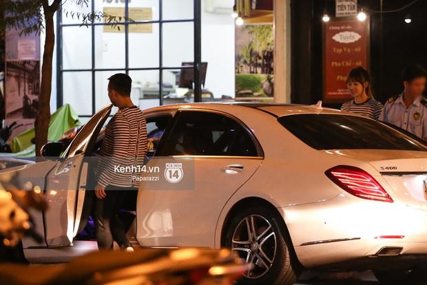 Bắt gặp Hari Won - Trấn Thành diện đồ đôi, vô tư âu yếm nhau ở rạp chiếu phim - Ảnh 4.