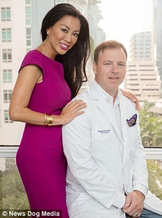 Để chứng minh y thuật cao siêu của chồng, người vợ không ngại ngần phẫu thuật thẩm mỹ vô số lần - Ảnh 9.