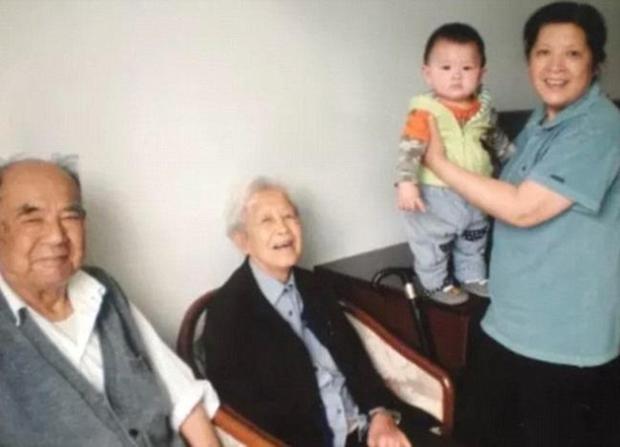 Trước khi rời xa thế giới này, ông lão 92 tuổi chỉ ao ước được một lần nắm tay người vợ thân yêu - Ảnh 5.