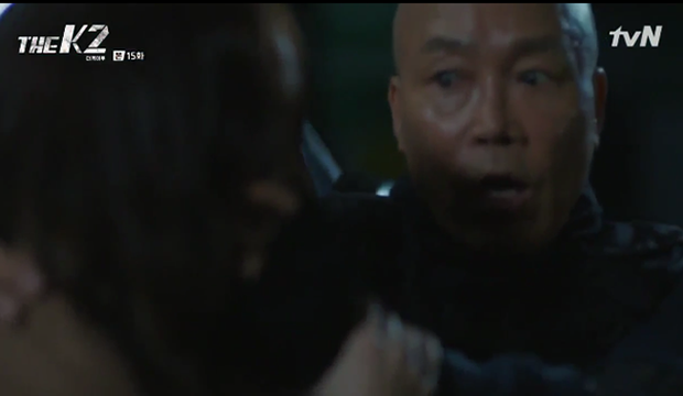 """""""K2"""": Ji Chang Wook bất lực nhìn Yoona bị kẻ thù bắt cóc - Ảnh 47."""