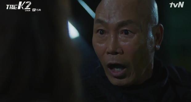 """""""K2"""": Ji Chang Wook bất lực nhìn Yoona bị kẻ thù bắt cóc - Ảnh 48."""
