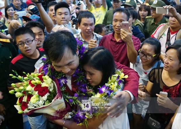 Sau những kỳ tích tại Olympic 2016, người hùng Hoàng Xuân Vinh đã trở về bên gia đình, bên người vợ thân yêu - Ảnh 7.