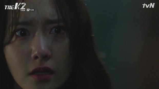 """""""K2"""": Ji Chang Wook bất lực nhìn Yoona bị kẻ thù bắt cóc - Ảnh 49."""