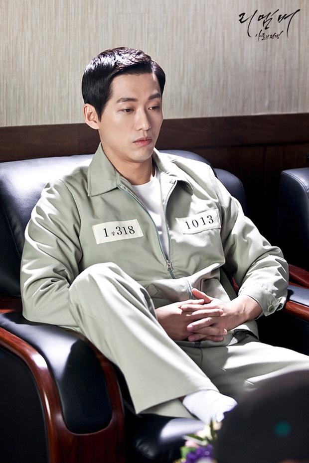 """""""Remember"""": Nam Gyu Man đi tù như đi nghỉ dưỡng khiến người xem """"ứa gan"""" - Ảnh 32."""